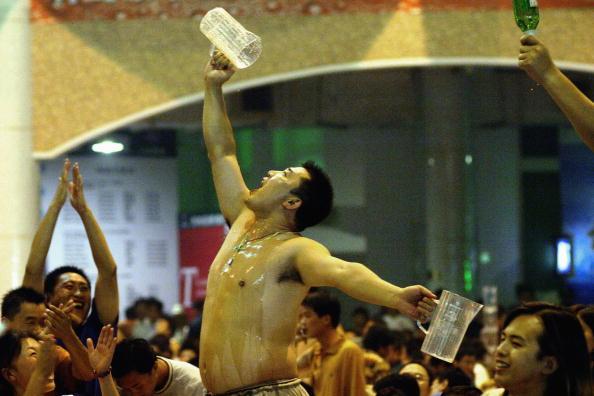 Crockery「Thousands Descend On Quingdao For China's Biggest Beer Festival」:写真・画像(11)[壁紙.com]