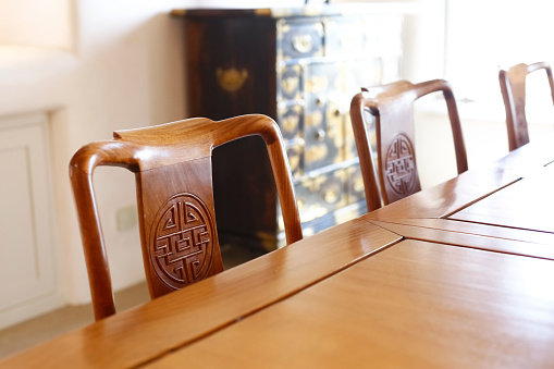 Dining Table「Chairs with carvings at the table」:スマホ壁紙(17)