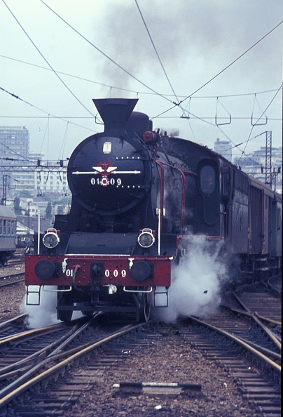 Belgrade - Serbia「One of the last survivors of the beautiful Serbian 01 Class 2-6-2 departs from Belgrade with a local passenger train on Monday 31st July 1972.」:写真・画像(17)[壁紙.com]