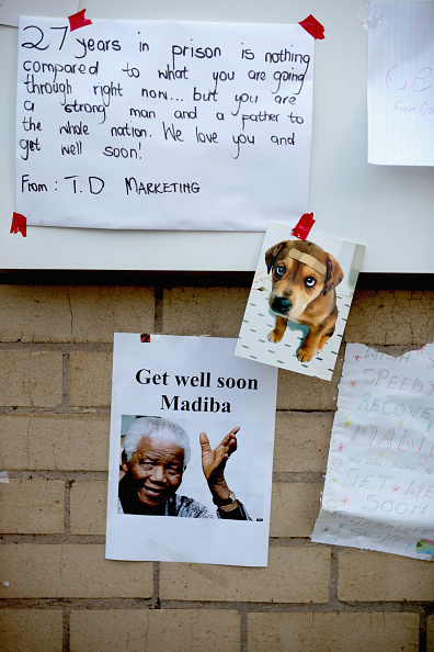 """Art And Craft「Messages Are Left For """"Madiba"""" Outside The Hospital Where His Condition Is Said To Be Critical」:写真・画像(8)[壁紙.com]"""