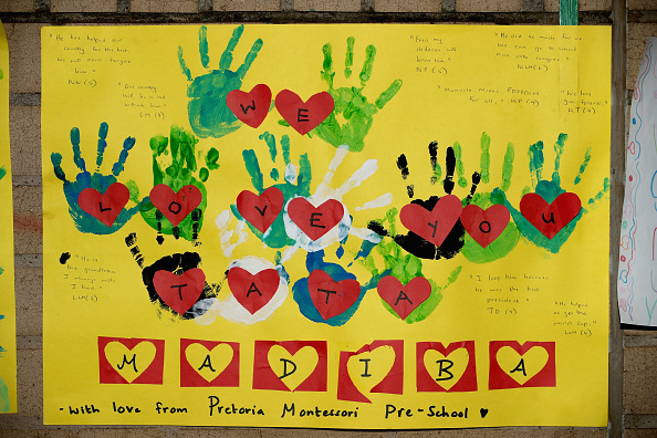 """Art And Craft「Messages Are Left For """"Madiba"""" Outside The Hospital Where His Condition Is Said To Be Critical」:写真・画像(9)[壁紙.com]"""