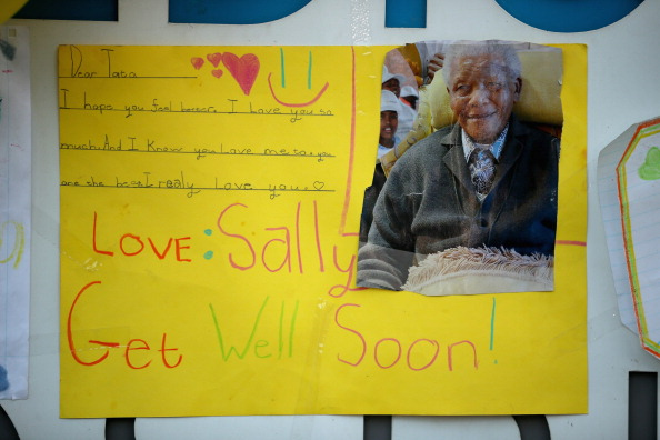 """Art And Craft「Messages Are Left For """"Madiba"""" Outside The Hospital Where His Condition Is Said To Be Critical」:写真・画像(7)[壁紙.com]"""