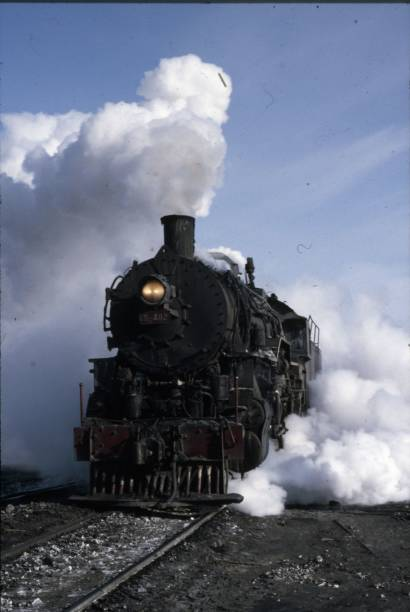 One of the classic United States Army Transportation Corps S160 Class 2-8-0s pensioned off into coalfield service at Manzouli on China's Russian border in Inner Mongolia. Some 2400 of these locomotive were built in America upon:ニュース(壁紙.com)
