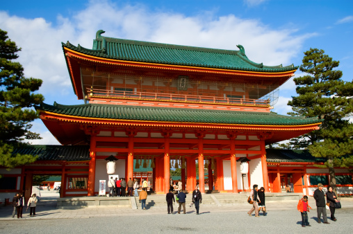 Temple「KYOTO- DECEMBER 19: One of the biggest budhist temple December 19」:スマホ壁紙(2)