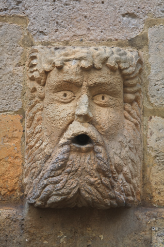 Nouvelle-Aquitaine「One of the heads adorning the fontaine du Pilori in La Rochelle, France. It dates from the 16th century and was restored in the 18th century.」:スマホ壁紙(4)