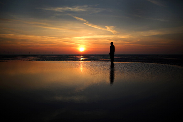 Horizontal「Antony Gormley's 'Another Place' At Sunset In Crosby」:写真・画像(1)[壁紙.com]