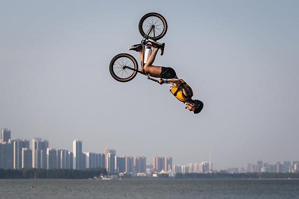 パフォーマンス「Wuhan Bike Lake Jump Festival」:写真・画像(0)[壁紙.com]