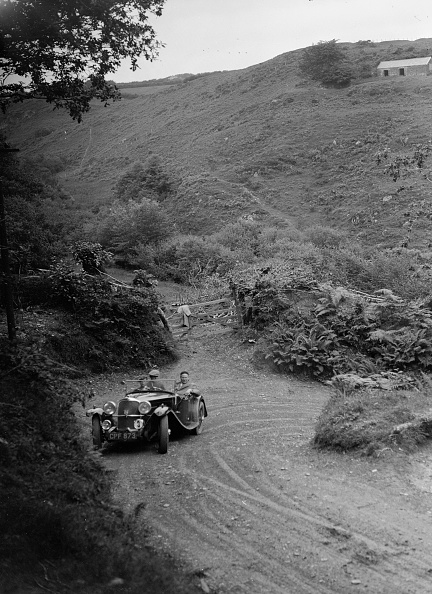 Hairpin Curve「1935 AC tourer taking part in a motoring trial, late 1930s」:写真・画像(8)[壁紙.com]