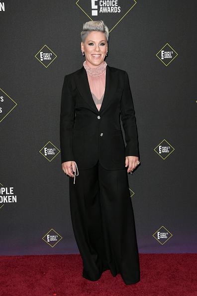 Pink - Singer「2019 E! People's Choice Awards - Arrivals」:写真・画像(19)[壁紙.com]
