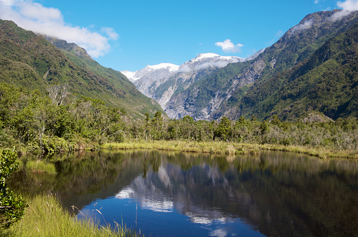 Westland - South Island New Zealand「Peter's Pool and snowcapped mountains of the Southern Alps.」:スマホ壁紙(18)