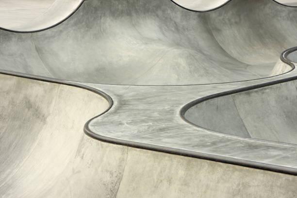 A wavy concrete skateboard BMX stunt park:スマホ壁紙(壁紙.com)