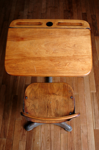 Empty Desk「School Desk」:スマホ壁紙(17)