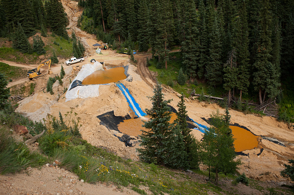 アニマス川「Federal Cleanup Crew Spills 3 Million Gallons Of Toxic Mine Waste In Colorado's Animas River」:写真・画像(1)[壁紙.com]