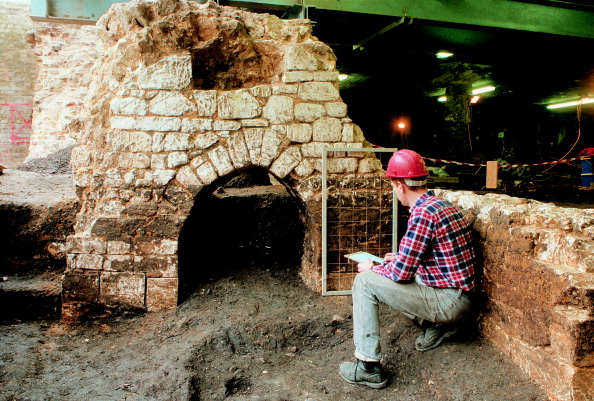 MOLA「Roman Amphitheatre Excavation」:写真・画像(11)[壁紙.com]