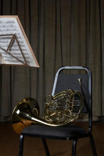 Classical Musician「French horn on chair」:スマホ壁紙(2)