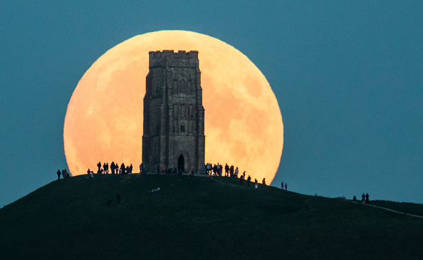 ベストオブ「A Total Lunar Eclipse Spawns Blood Supermoon」:写真・画像(5)[壁紙.com]