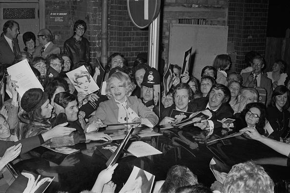 Marlene Dietrich「Marlene Dietrich in Birmingham」:写真・画像(16)[壁紙.com]