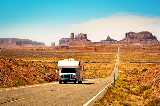 National Park「RV Camper Road Trip at Monument Valley Tribal Park Landscape」:スマホ壁紙(8)