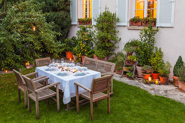 Autumnal laid table in garden in the evening:スマホ壁紙(壁紙.com)