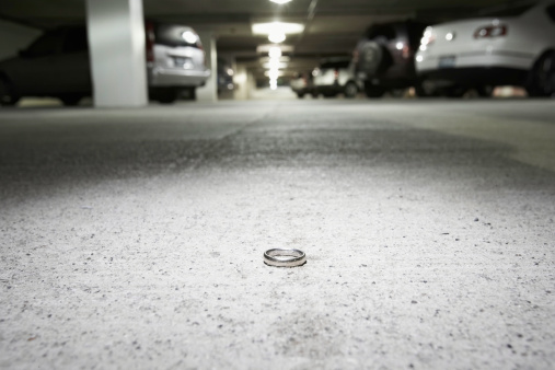 Lost「Ring on concrete in parking garage (focus on ring)」:スマホ壁紙(7)