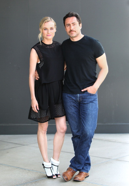 Round Neckline「EXTRA Interviews Diane Kruger And Demian Bichir At Westfield Century City」:写真・画像(10)[壁紙.com]