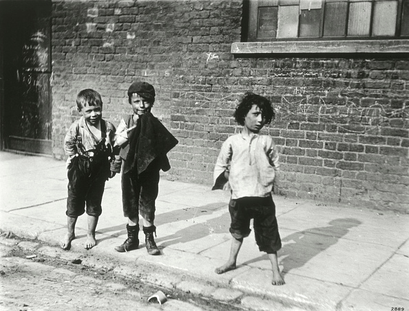 19th Century Style「Street Urchins In Lambeth London 19th Century」:写真・画像(4)[壁紙.com]