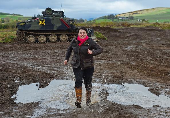 Splashing「Scottish Conservative Leader Drives A Tank」:写真・画像(17)[壁紙.com]