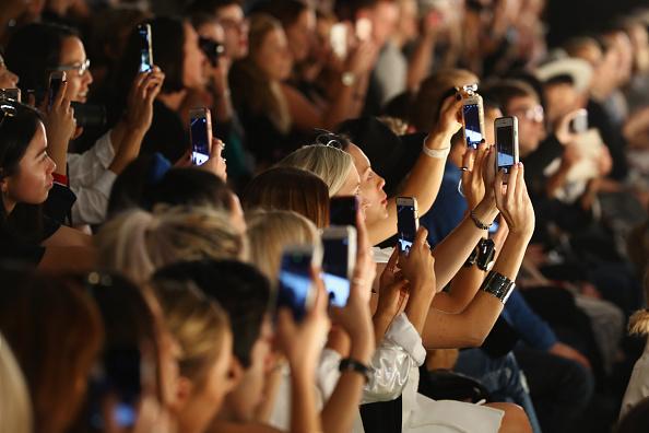 Crowd「Telecommunications At Mercedes-Benz Fashion Week Australia 2016」:写真・画像(1)[壁紙.com]