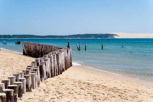 Wooden Post「Cap Ferret, Cote d' Argent, France」:スマホ壁紙(1)