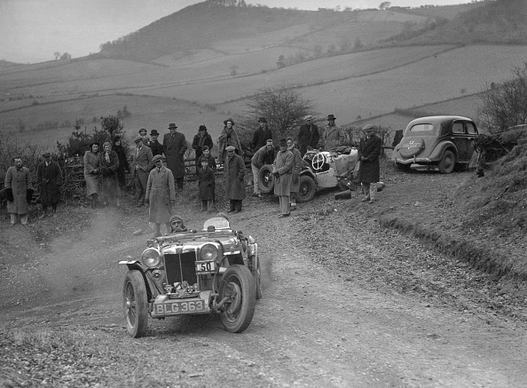 Country Road「MG PA of J Twyford competing in the MG Car Club Midland Centre Trial, 1938」:写真・画像(15)[壁紙.com]
