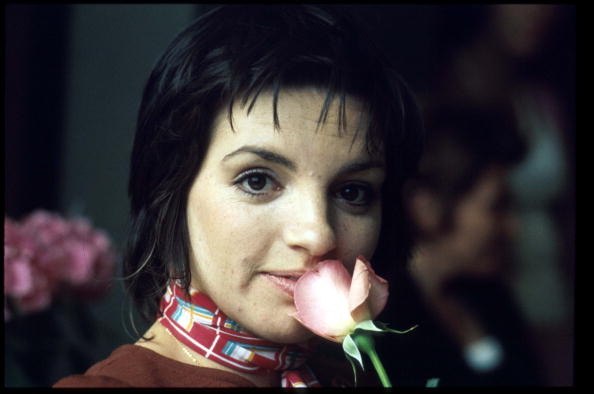 Smelling「Performer Liza Minnelli Smells A Rose Minnelli Is In An Elite Group Of Artists To Have A」:写真・画像(3)[壁紙.com]