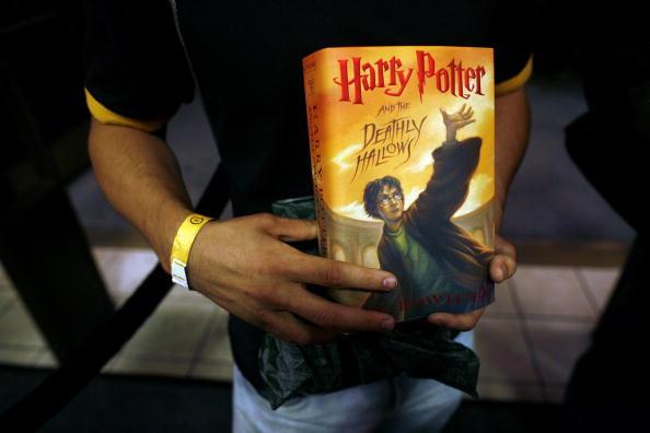 """Book「Final """"Harry Potter"""" Book Goes On Sale」:写真・画像(13)[壁紙.com]"""