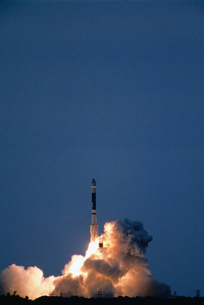 Un-manned rocket launching into space on mission to Mars, 3 January, Cape Canaveral, United States of America:スマホ壁紙(壁紙.com)