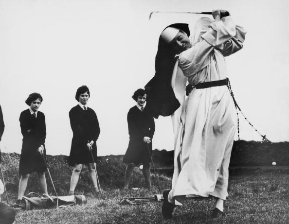 ゴルフ「Golfing Nun」:写真・画像(11)[壁紙.com]