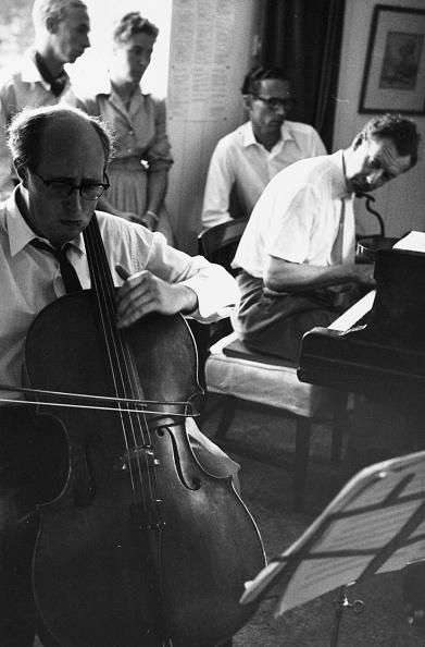 Erich Auerbach「Britten's Sonata」:写真・画像(4)[壁紙.com]