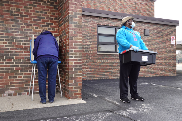 Wisconsin「Wisconsin Election Proceeds Despite Stay-At-Home Order During Coronavirus Pandemic」:写真・画像(16)[壁紙.com]
