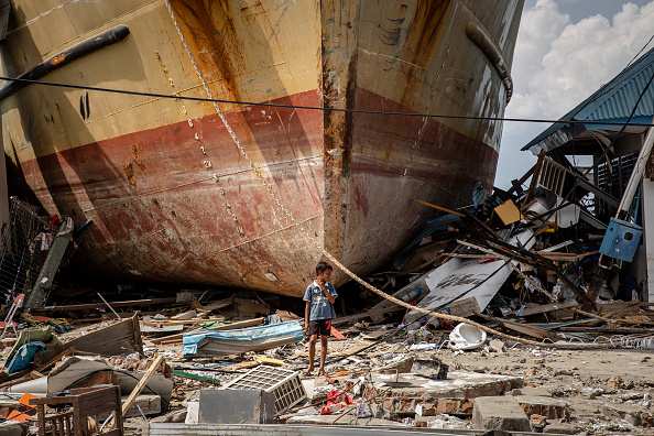 Tsunami「Deadly Earthquake and Tsunami Hits Indonesia's Island of Sulawesi」:写真・画像(0)[壁紙.com]