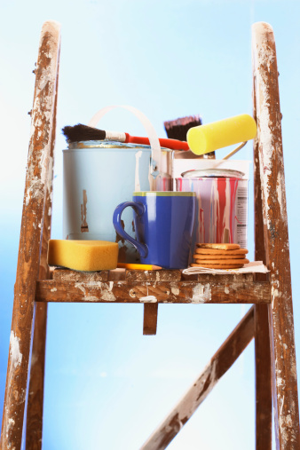 日曜大工「Painting equipment and mug on stepladder, close-up」:スマホ壁紙(15)