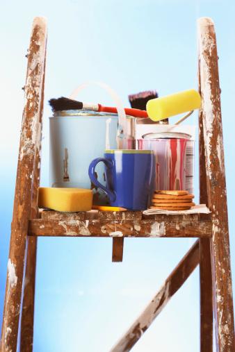 Gear「Painting equipment and mug on stepladder, close-up」:スマホ壁紙(15)