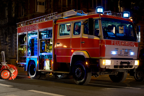 Emergency Services Occupation「German firefighter truck in action at night」:スマホ壁紙(13)