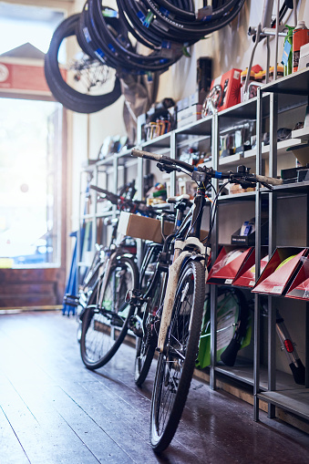 Restoring「You'll find bikes both old and new here」:スマホ壁紙(19)