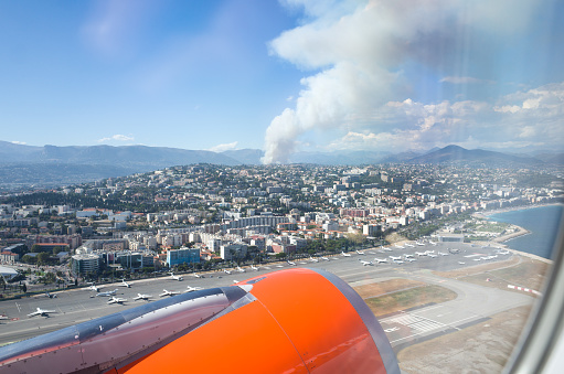 Nice Côte d'Azur Airport「Forest Fire South of France」:スマホ壁紙(1)