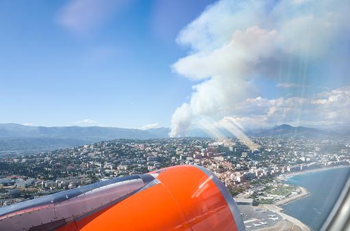 Nice Côte d'Azur Airport「Forest Fire South of France」:スマホ壁紙(2)