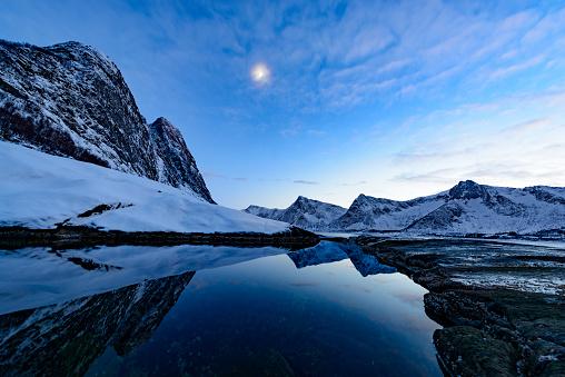 雪山「冬のノルウェー北部の Okshornan 山の範囲内で暮」:スマホ壁紙(18)