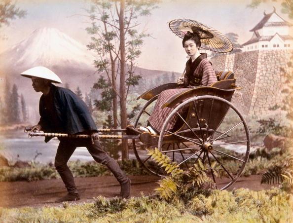 芸者「Rickshaw against Mt. Fuji and Castle (studio photograph). Hand-tinted albumen photograph by Kimbei, c1880.」:写真・画像(8)[壁紙.com]