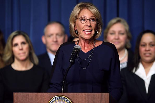 Betsy DeVos「Newly Sworn-In Education Secretary Betsy DeVos Addresses Staff At The Education Department」:写真・画像(5)[壁紙.com]