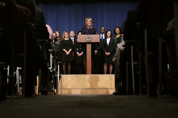 Betsy DeVos「Newly Sworn-In Education Secretary Betsy DeVos Addresses Staff At The Education Department」:写真・画像(8)[壁紙.com]