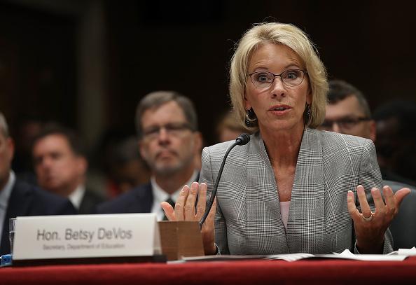 Betsy DeVos「Education Secretary Betsy DeVos Testifies To Senate Hearing On Budget Of Department」:写真・画像(15)[壁紙.com]