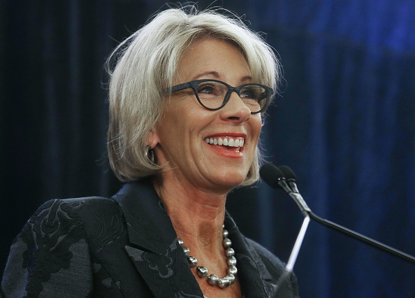 Betsy DeVos「Education Secretary Betsy DeVos Speaks At Magnet Schools Of America Conference」:写真・画像(10)[壁紙.com]
