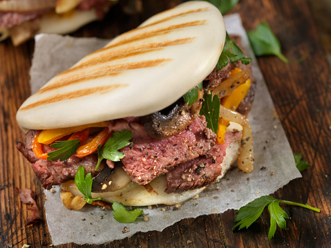 Beef「Steak and Peppers on Grilled Bao Buns」:スマホ壁紙(9)
